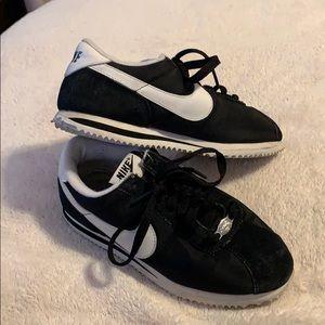Preloved Nike's Cortez